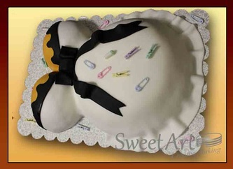 pregnant lady baby shower cake